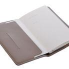 _vyrp11_791Zápisník_A5_šedý_otevřený_přední_strana_DSC_0236.jpg